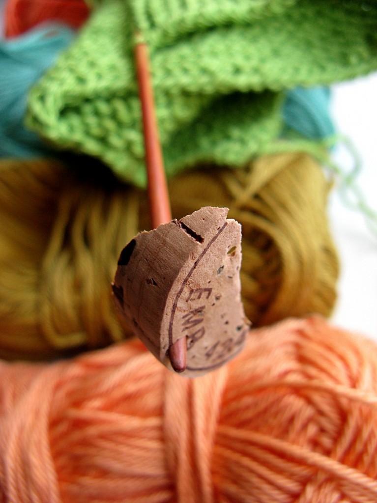 Cava-korkki puikon päässä